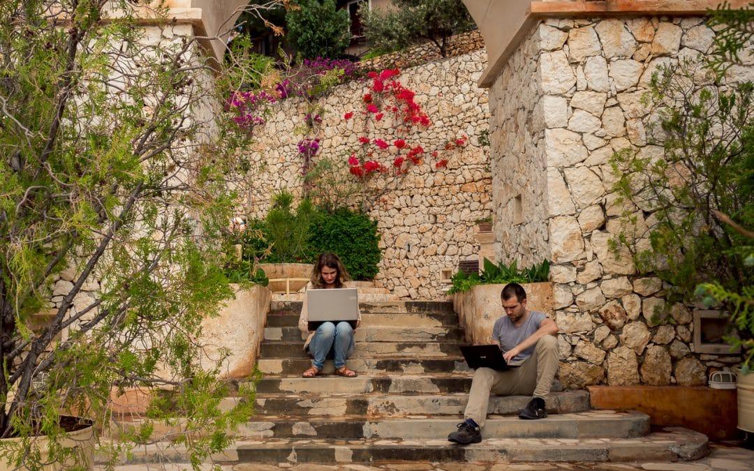 Interview: How Cynthia & Niko Travel the World while Teaching Online